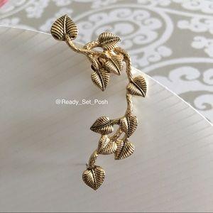 Jewelry - {nwot} Gold toned ivy ear cuffed earring
